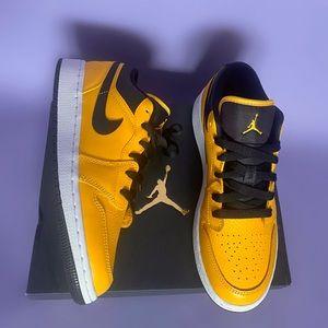 NEW IN BOX Air Jordan Low Yellow Gold / Black